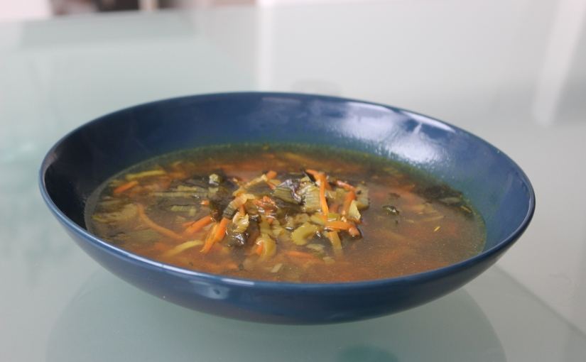 Sopa de verduras, algas ymiso