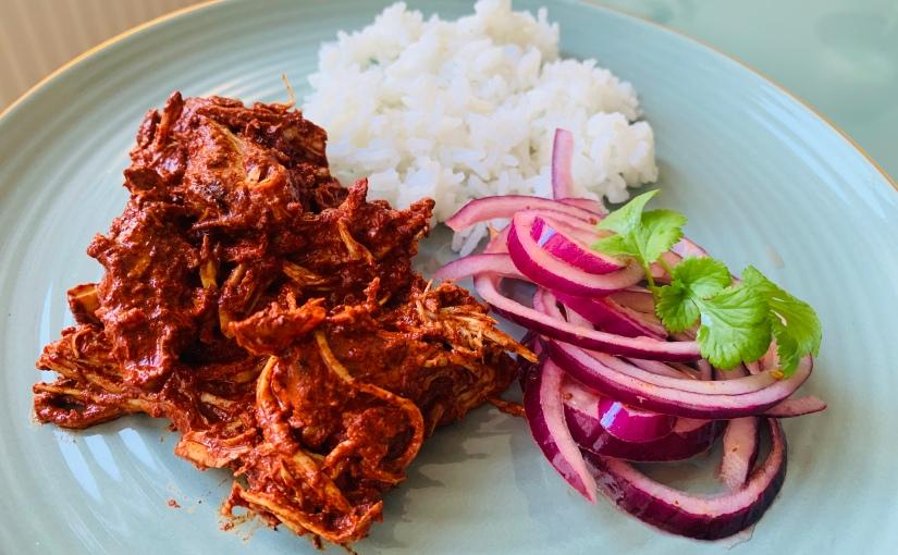 Pollo al achiote (cochinita pibil en versiónsimplificada)