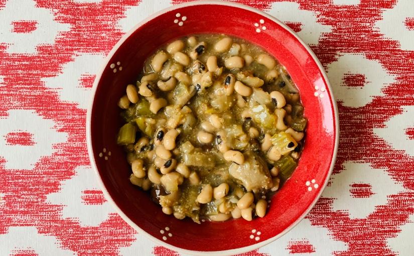 Sopa cremosa de setas, legumbres ytomillo