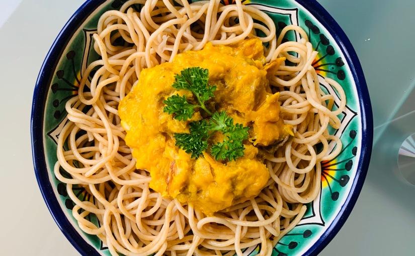 Espagueti con salmón y crema deazafrán