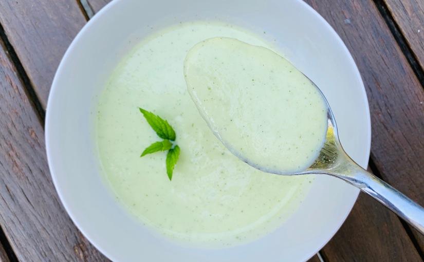 Crema fría de calabacín, yogur y hierbas (en 6minutos!)