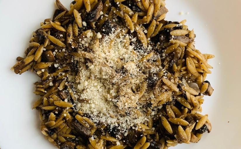 Orzo (pasta con forma de arroz) con setas ytrufa