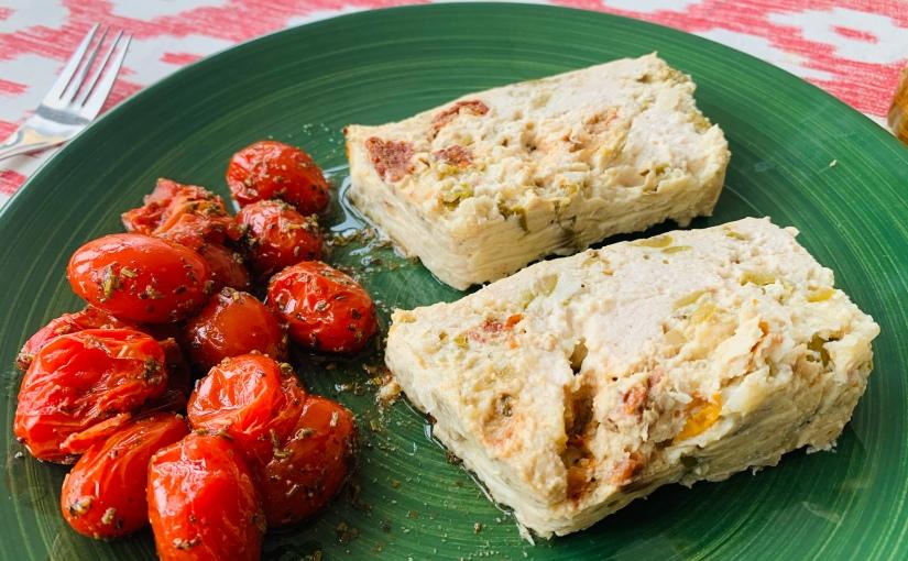 Pastel/fiambre de pollo, tomates secos yaceitunas